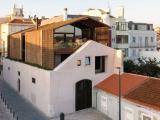 Casa di mattoni 'estrusa' da un vecchio magazzino a Lisbona